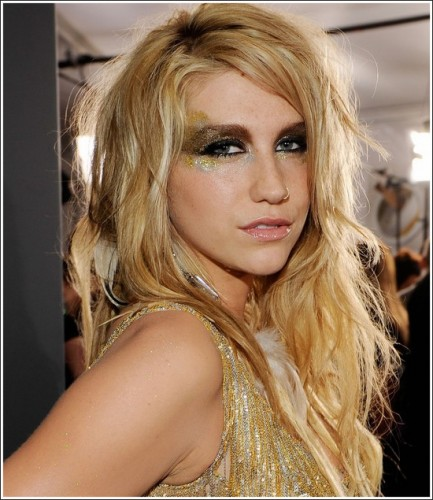 Funky-Eyeshadow-Makeup-of-Kesha-01