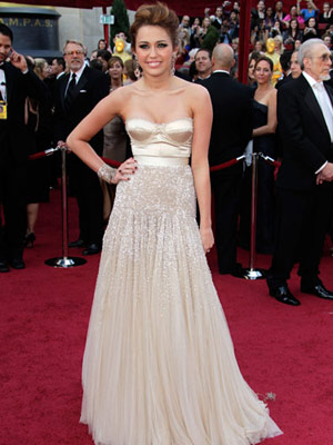 Selena Gomez: Everything She Wore* in 2011!