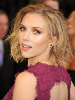 Scarlett-Johansson-best-oscars-hair-and-beauty-2011-270211-MEDIUM