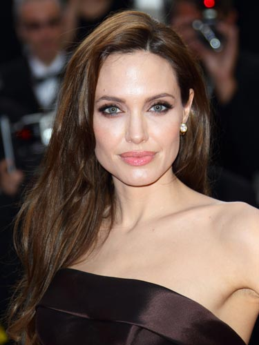 cos-cannes-beauty-2011-angelina-jolie-de