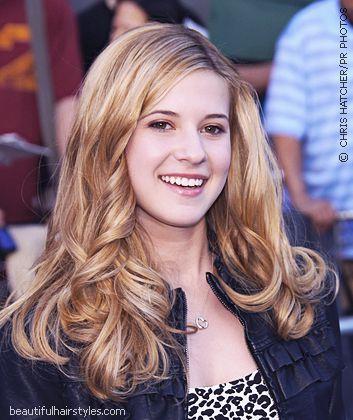Caroline Sunshine Blonde Long Wavy Hairstyles