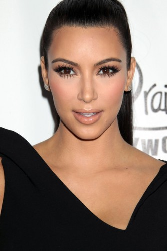Kim-Kardashian-in-Charming-Eyelashes-Extensions-01