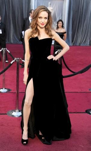AngelinaJolie-Oscars2-201212-jpg_041347