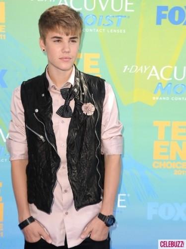 Justin-Bieber-bowtie-435x580