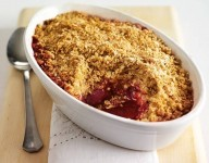 Pear and raspberry oat crumble