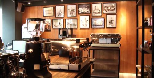 連鋼鐵人也想站台的咖啡機