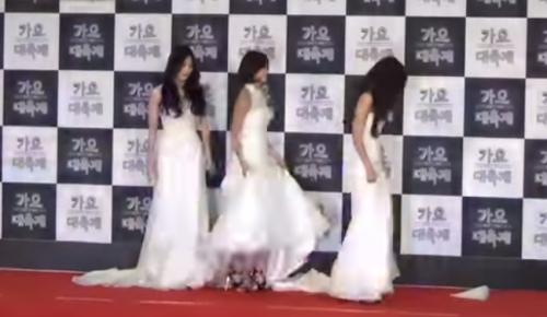 少女时代和Girl's Day以婚紗look出場,漂亮可是尴尬。。。