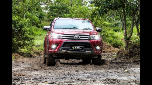 Toyota Hilux 及 Forturner 挑战极端地形